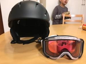 サロモンスキーヘルメット、UVEXスキーゴーグル